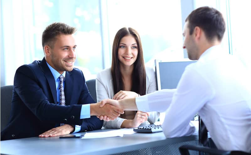 How to Choose a Business Meeting Translator